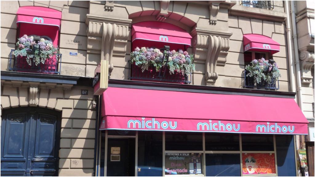 Cabaret chez michou rue des martyrs paris for Restaurant le miroir rue des martyrs