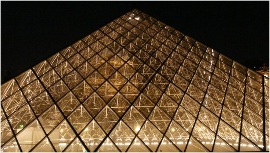 La pyramide for Architecture geometrique