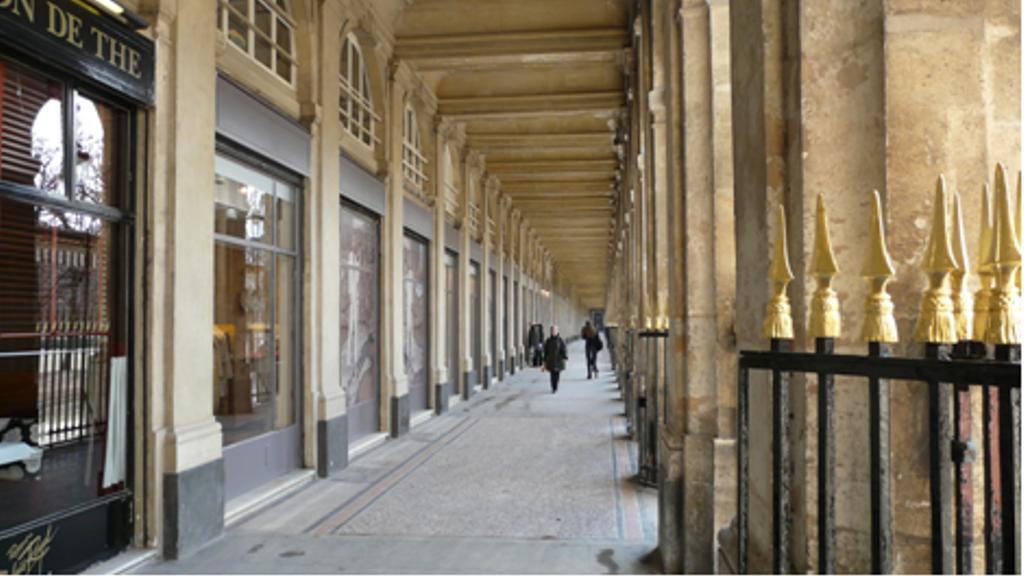 http://www.paristoric.com/images/iconographie/Arrond-01/paris_1_galerie_de_valois.jpg