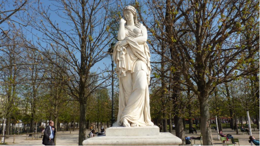Les statues des tuileries la statue v turie - Statues jardin des tuileries ...