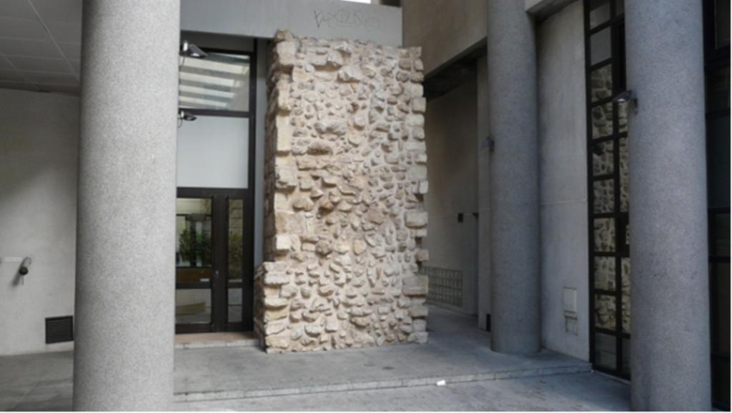 les vestiges de l 39 enceinte philippe auguste rue jean lartigue. Black Bedroom Furniture Sets. Home Design Ideas