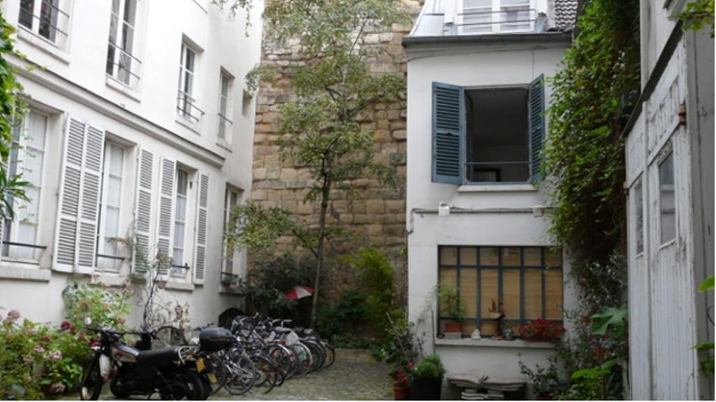 les vestiges de l 39 enceinte philippe auguste rue du cardinal lemoine. Black Bedroom Furniture Sets. Home Design Ideas