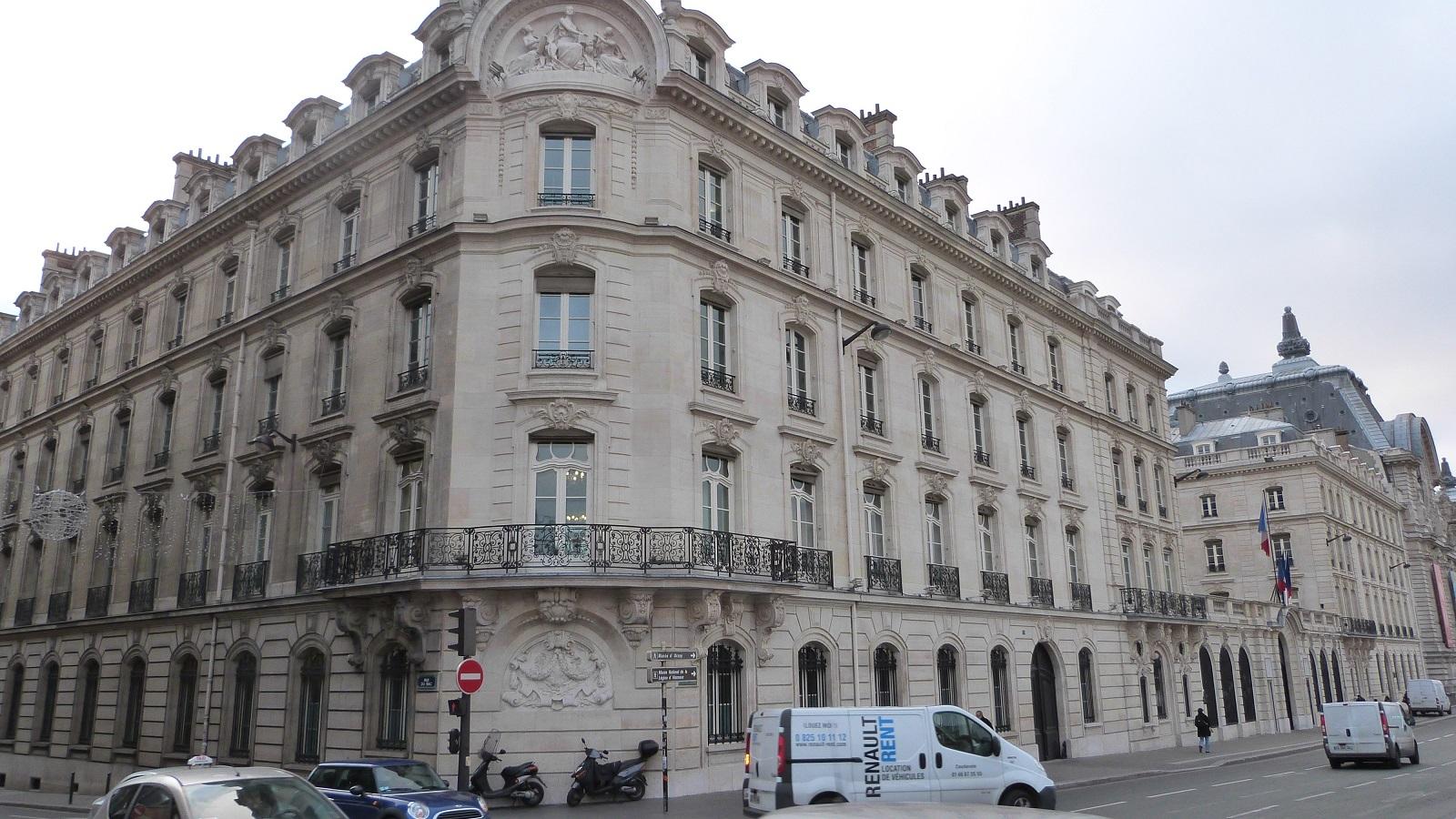 Le quai anatole france for Quai d orsay metro